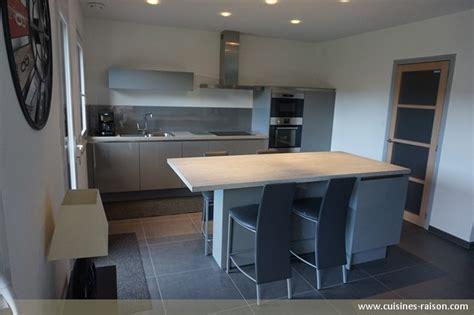 cuisine de 16m2 cuisine couloir parallele stratifie clair cuisines raison