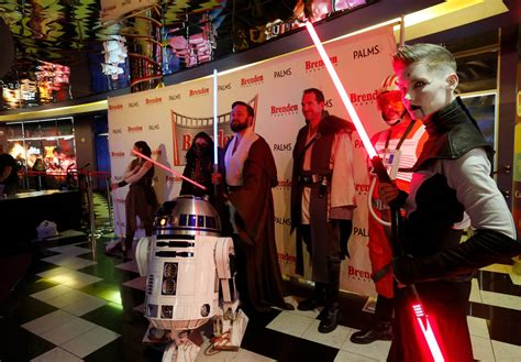opening night fan event star wars the last jedi star wars fans storm las vegas theater for last jedi