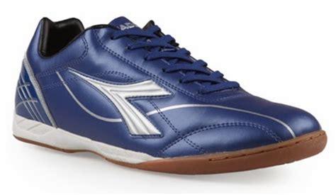 Sepatu Bola Keren trend model sepatu futsal keren terbaru 2014