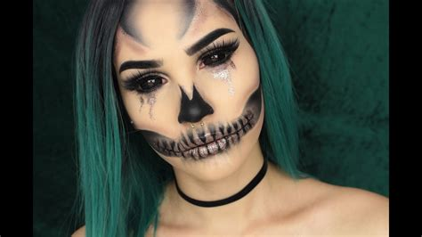 eyeliner tutorial for halloween glam glitter skull halloween makeup tutorial beauty