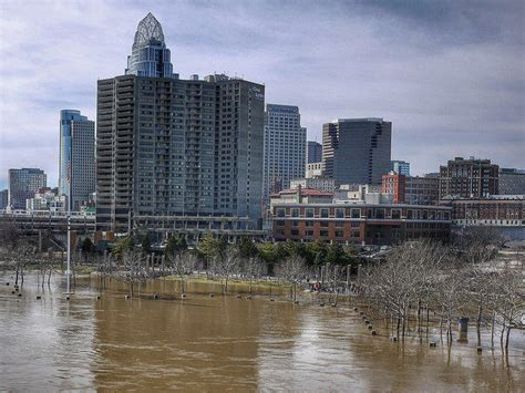 cincinnati new years ohio river flooding expected most of week wyso