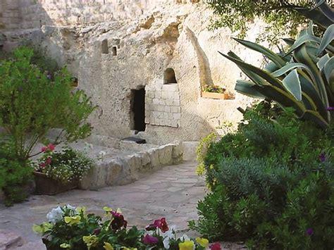jerusalem   returning tourist