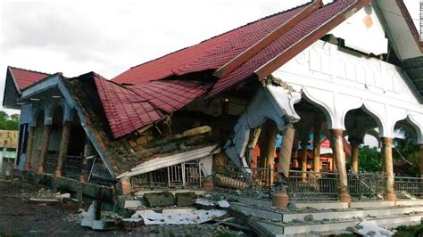 earthquake in aceh indonesia earthquake at least 100 killed in aceh province