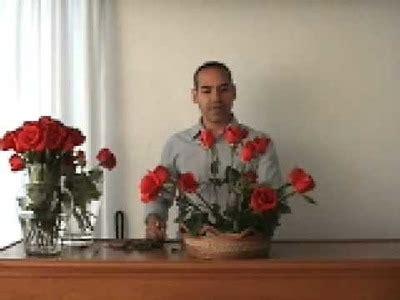como hacer un arreglo de esferas de flores rosas como hacer un perfume de rosas casero rosas one