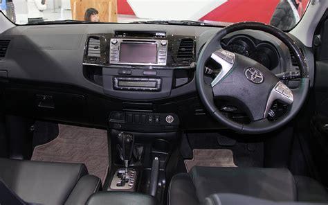 comparison toyota fortuner      mitsubishi pajero glx  door wagon