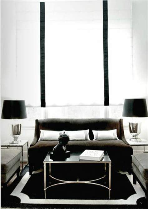 wohnzimmer schwarz weiß modern einrichten mit holz