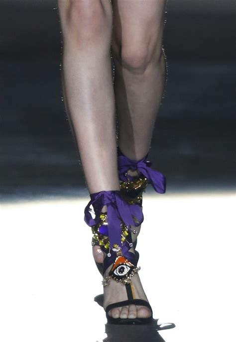 Catwalk To Carpet Fergie In Dsquared by Fergie Deconstructed This Runway Look From To Toe At