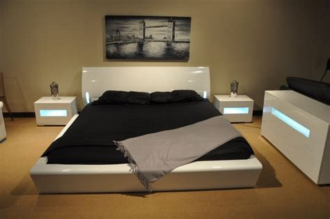 La Furniture Stores by Orca Platform Bed W Lights