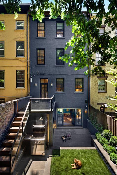 stunning small space urban backyards splash