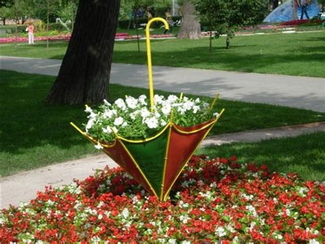 Umbrella Garden Decoration by Colorful Backyard Decorating Ideas With Umbrellas And