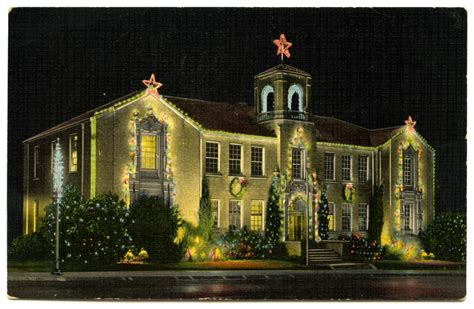 city of denton city hall n elm decorated for