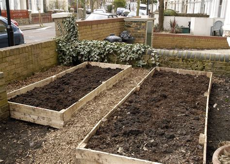 making  raised beds   palette  easy ish