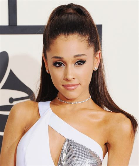 ariana grande best beauty looks cat eye pink lipstick