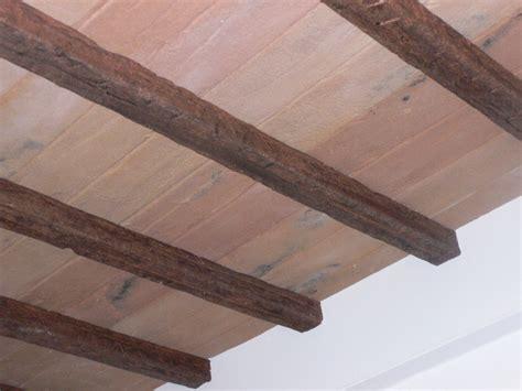 soffitto polistirolo travi in finto legno e pianelle finto cotto polistirolo