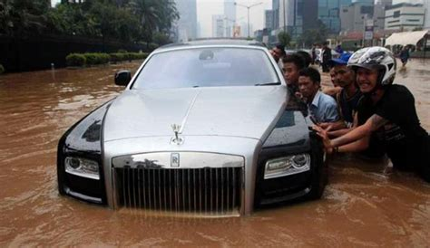 Karpet Mobil Next Level Luxury Untuk Rolls Royce Phantom 2d 1 Set flood messes up a rolls royce autoevolution