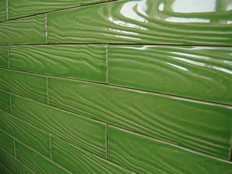 piastrelle verdi come posare le piastrelle sui bordi e negli angoli le