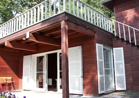 haus mit veranda veranda mit dachterrasse zum teil auf stelzen holzhaus