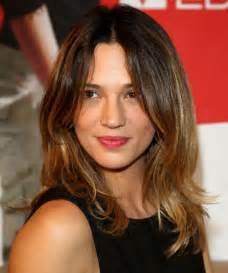 medium length hairstyles for narrow faces 30 flattering hairstyles for long face shapes