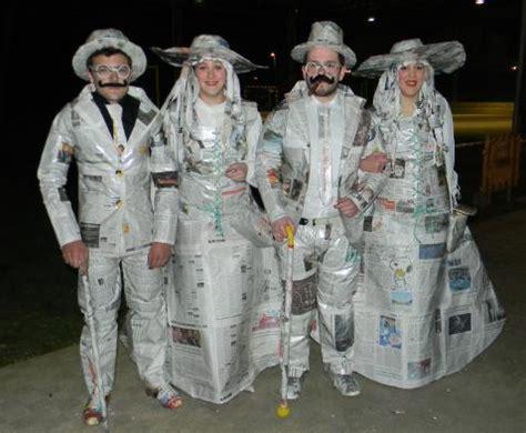 disfraz de santo de pspel disfraz hecho de papel periodico imagui