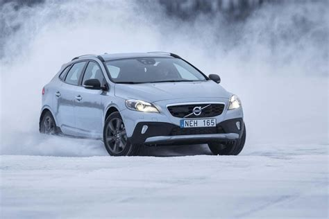 volvo v40 cross country t5 awd volvo v40 cross country t5 awd auto55 be tests