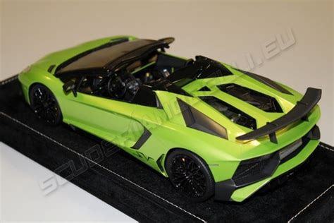 lamborghini aventador sv roadster green mr collection 2015 lamborghini lamborghini aventador lp750 4 roadster sv verde ithaca ithaca