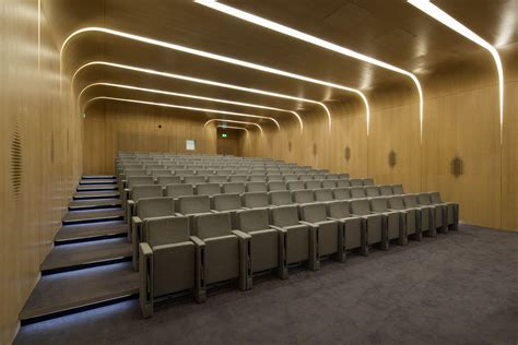 27 best auditorium images on galeria de edif 237 cio investcorp zaha hadid architects 18