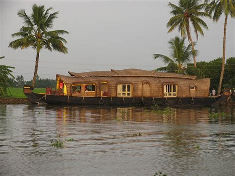 kerla house boat amazing kerala houseboats photos wallpapers