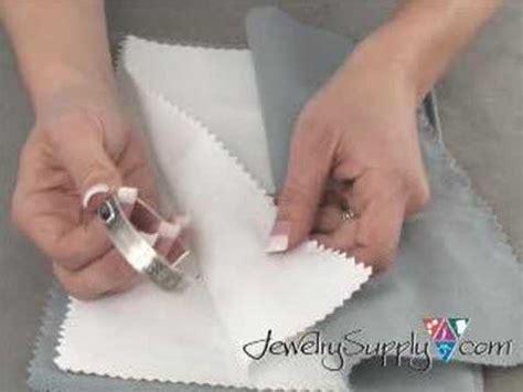how to use a polishing cloth jewelry