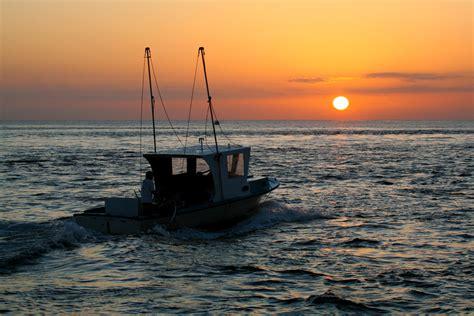 boat sinks in jupiter inlet fishing boat jupiter inlet sunrise