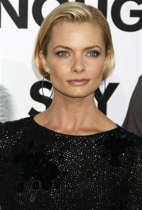 jaime pressly s chic short bob with the sides tucked back more pics of jaime pressly bob 2 of 7 short hairstyles