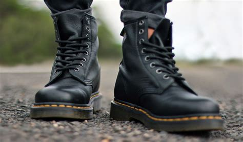 buy motorcycle boots online dr martens motorcycle boots buying guide ysrracer