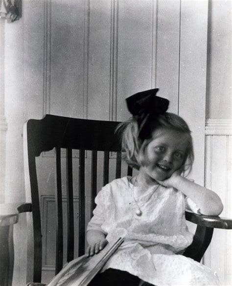 bette davis children bette davis as a child b w pinterest