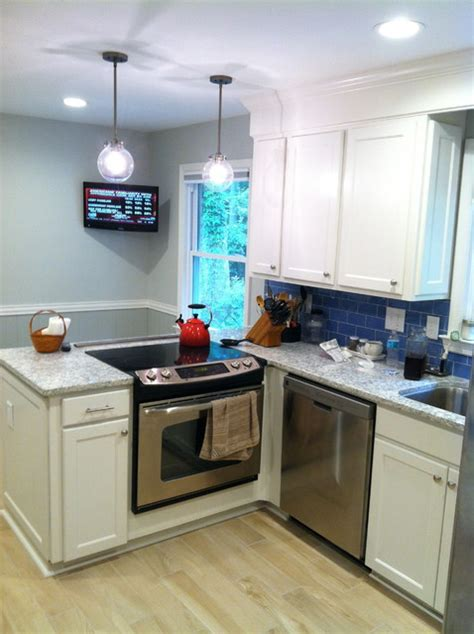 crown molding for shaker style cabinets shaker style cabinets with crown molding and gray granite