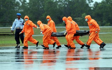 Kursi Di Airasia tiga jenazah korban airasia terikat di kursi okezone news