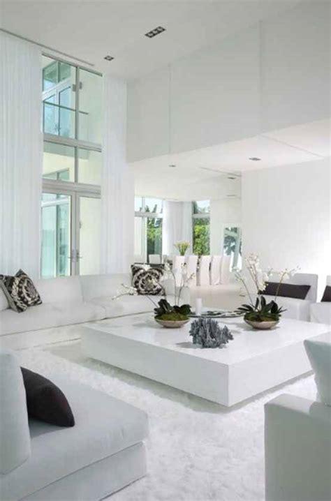 rumah tampak elegan  desain ruang tamu putih