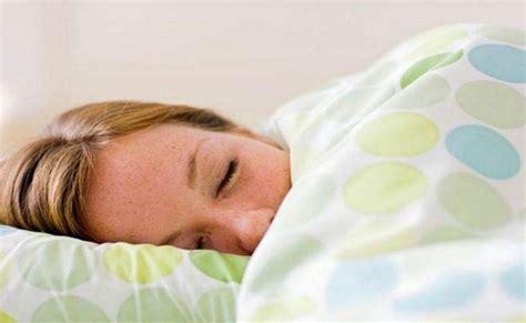 Selimut Tidur Ini Manfaat Kesehatan Gunakan Selimut Berat Saat Tidur