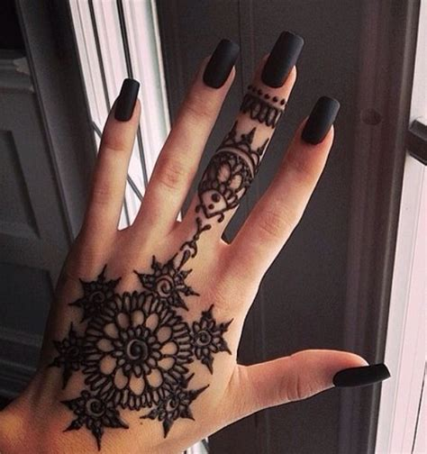 tattoo on hand black henna hand tattoo black nails henna tattoos pinterest