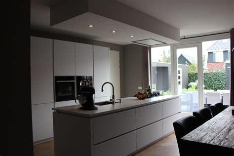 keuken kookeiland greeploze witte keuken met kookeiland