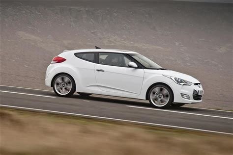 Hyundai Veloster 2014 Review by Car Review 211017 Hyundai Veloster 2011 2014