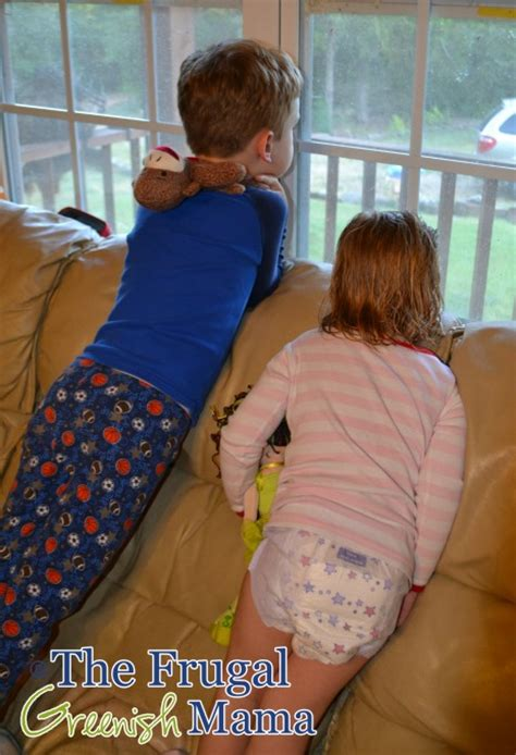 little girls in goodnites goodnites girl images usseek com