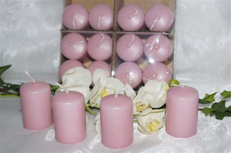 rosa kerzen stumpenkerzen rosa tischdeko mit kerzen