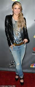 lipstick wore by shakira on commercial shakira wears her favourite combination of denim and