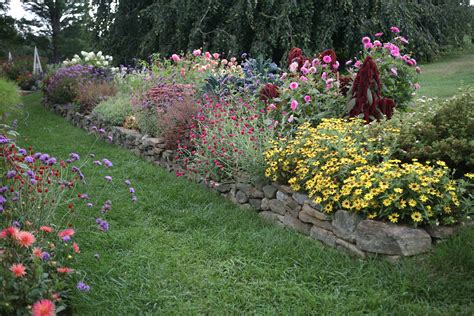 Garden Flower Borders Flower Borders 10 Essential Tips From White Flower Farm S Barb Pierson Gardenista