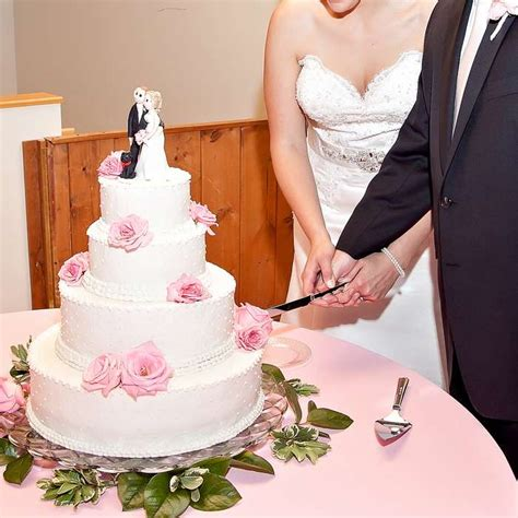 Wedding Anniversary Cake Cutting Song by Here Are Best Cake Cutting Song Ideas To Live The Moments