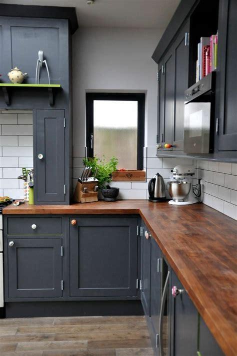 cherry wood küchenschränke mit schwarzem granit k 252 chenfarben richtig ausw 228 hlen 60 k 252 chendesigns in