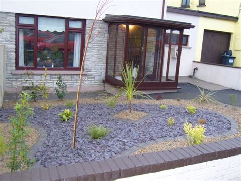 make low maintenance landscaping ideas front yard