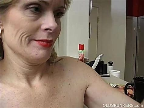 Super Sexy Older Lady Is So Horny She Has To Masturbate Xvideos Com