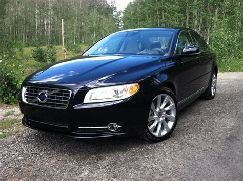 driven  volvo   awd winding road