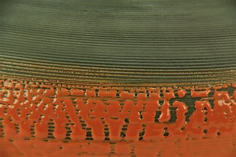 vaso panciuto vaso panciuto in argilla nera e smalto color fuoco liberati