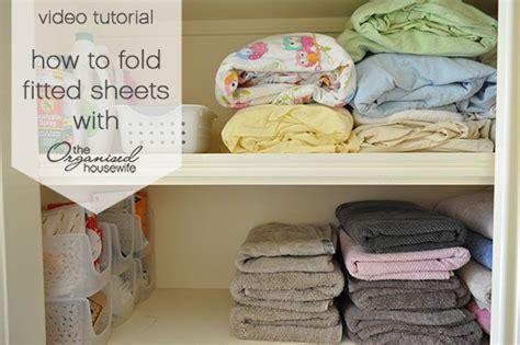 how to fold bed sheets 25 b 228 sta fold bed sheets id 233 erna p 229 pinterest platt organisation och s 250 pravy